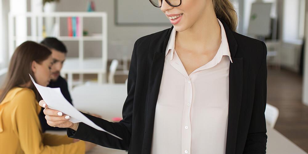 jeune femme en formation de santé et sécurité au travail